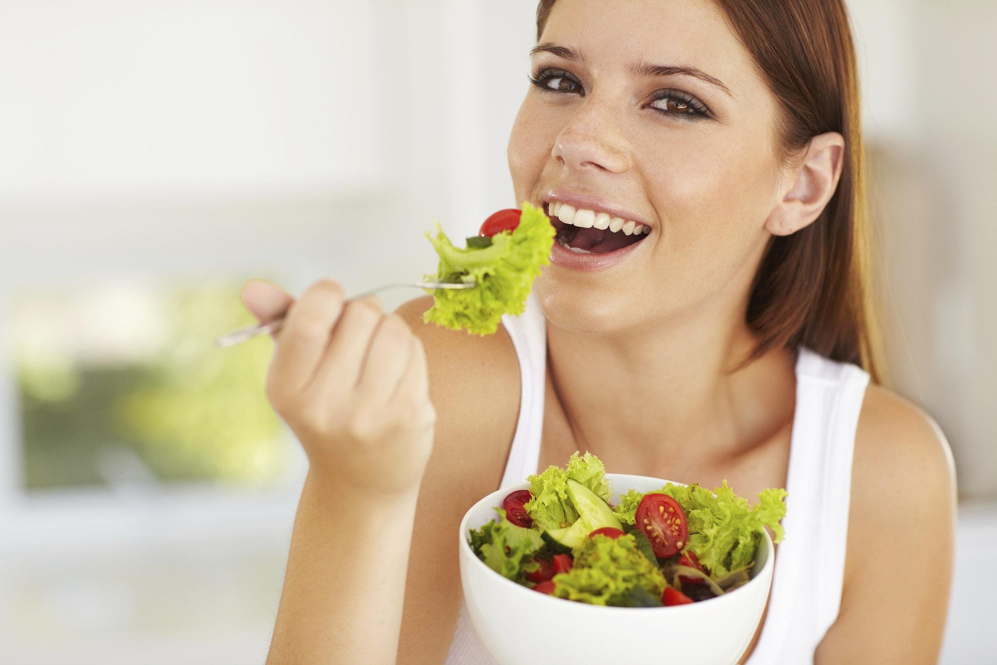 sonar-con-comer-ensaladas