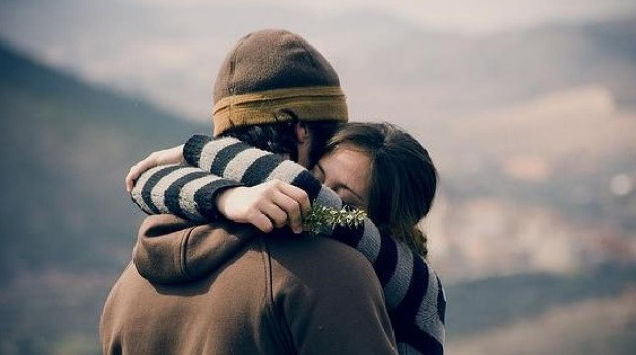 significado-de-sonar-con-abrazos