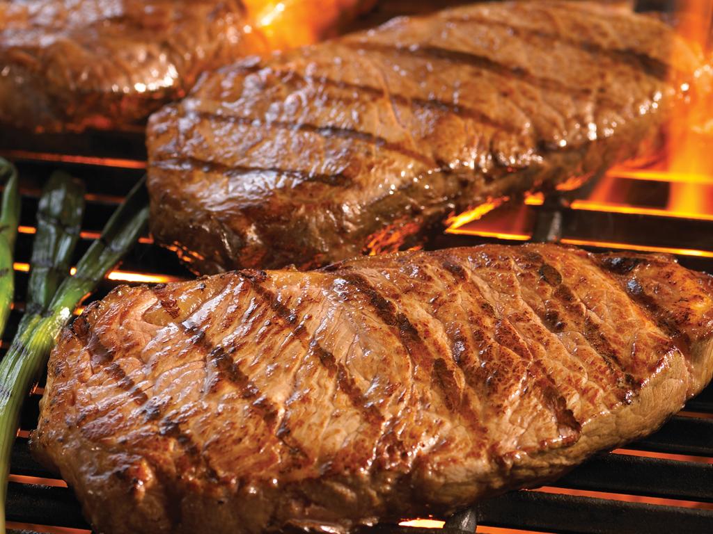 Soñar con carnes asadas