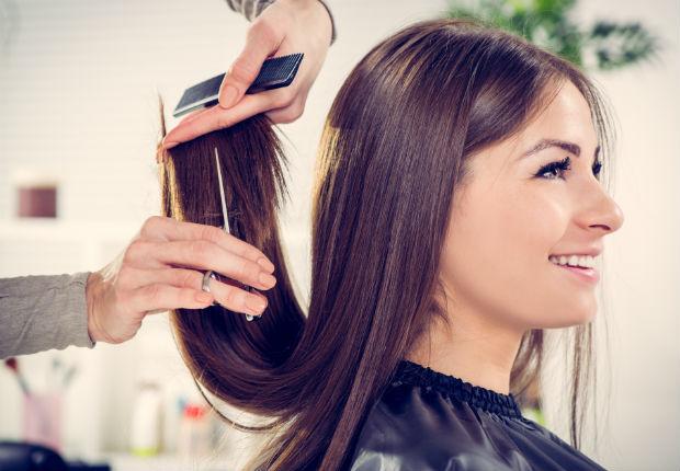 Sonar que se corta el cabello corto