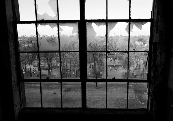 Soñar con ventanas rotas