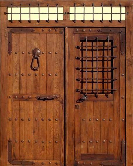 So ar con puerta gigante de madera que significa - Como barnizar una puerta de madera ...